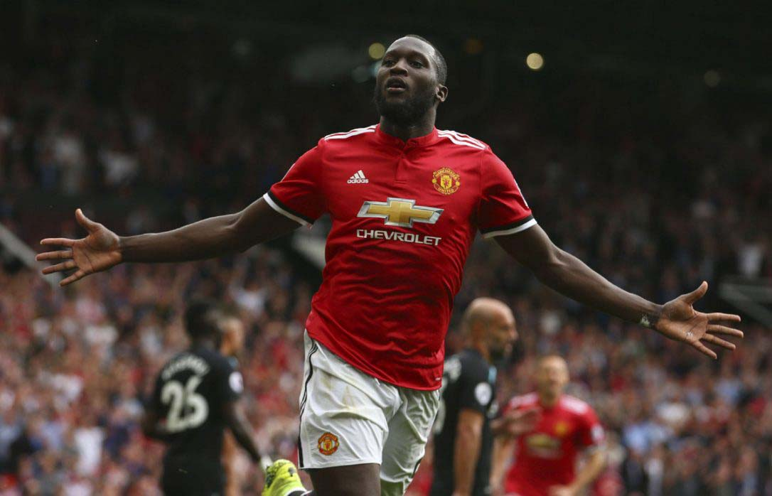 lukaku manchester united no.1 forward in team